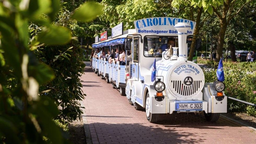 Die Bäderbahn Carolinchen ist eine beliebte Urlaubsattraktion in Boltenhagen., © Patrick Lux (Author: © Patrick Lux)