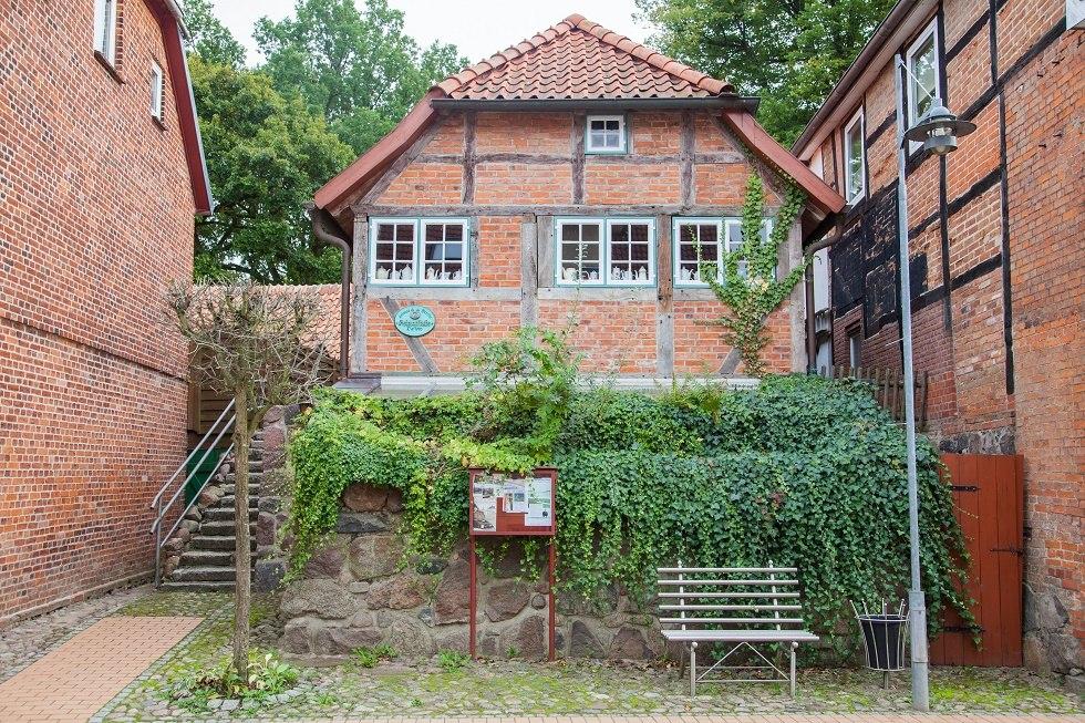 Der Innenhof auf der zur Straße abgewandten Seite., © Frank Burger (Author: © Frank Burger)